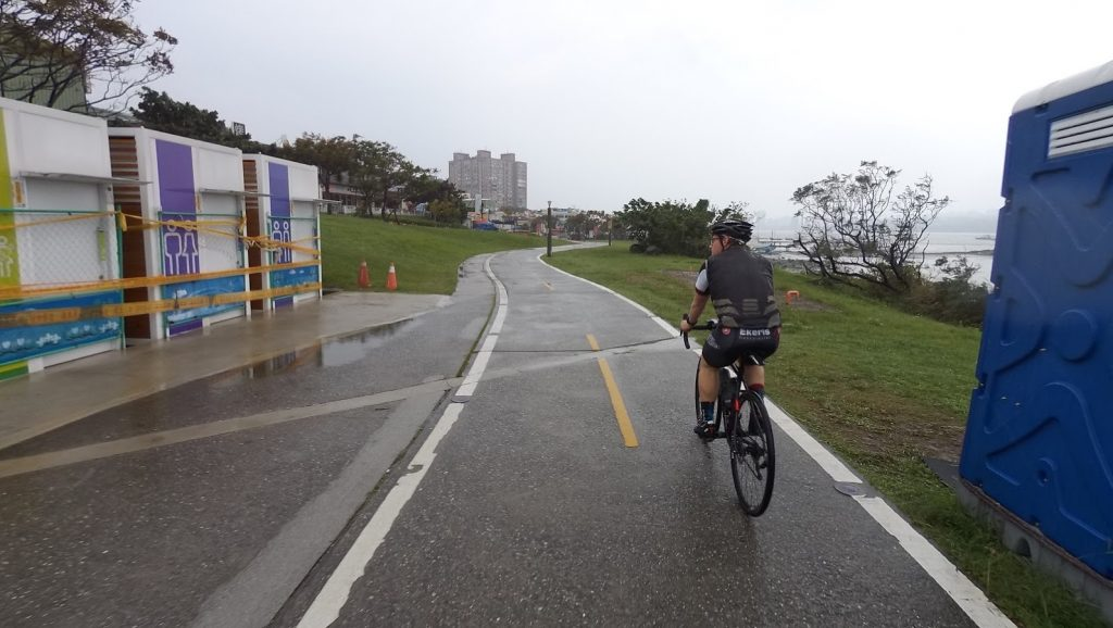 Quiet bike path out of the busy Taipei City area!